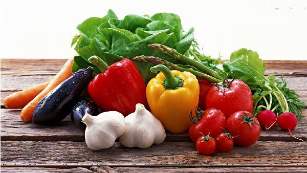 Različito povrće na jednom mestu